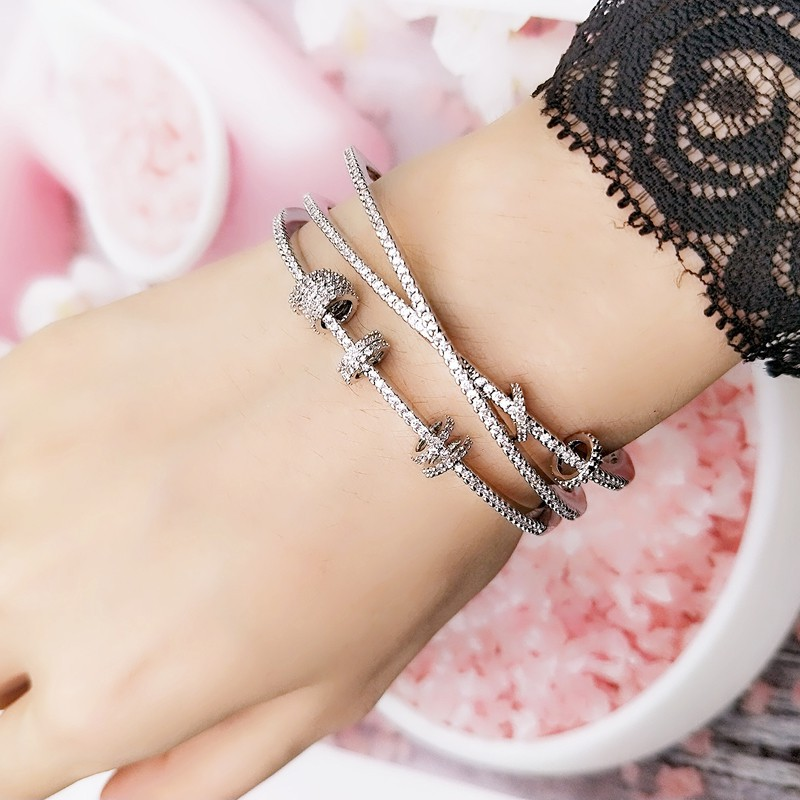 Net red ins wide version multi-layer European and American trampoline minority design cool wind Bracelet female hand jewelry open net red pure