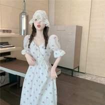 法式初恋甜美小心机碎花裙子赫本风可盐可甜白色泡泡袖连衣裙女夏