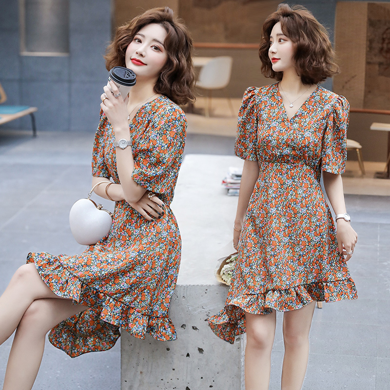 2020 new Hong Kong style first love reduced age flower daisy skirt European and American V-neck waist Ruffle Dress