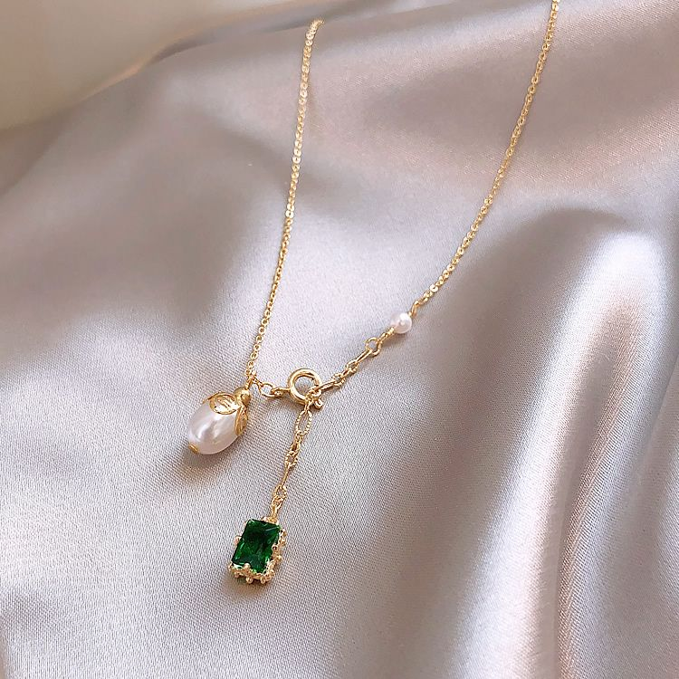 2019 new fashion grandmother Emerald Pearl Pendant Necklace elegant clavicle chain ins French net red neck chain