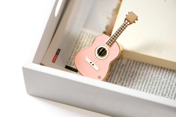 10-13新券八门虫社MINI吉他合金音乐盒八音盒创意男女生圣诞节礼物粉红蓝色