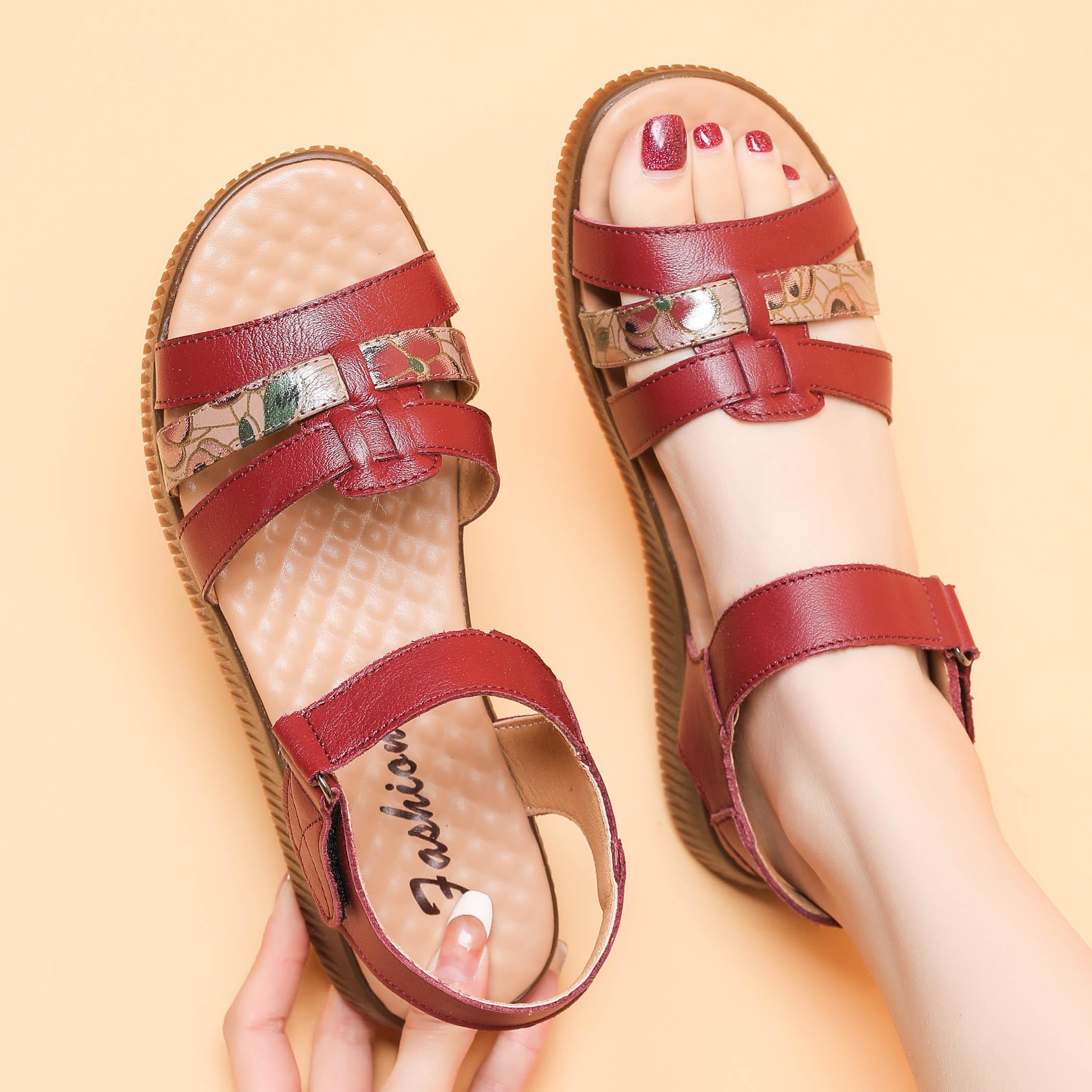 2021新款真皮妈妈凉鞋软底女夏中年平底牛筋底防滑中老年凉鞋外穿