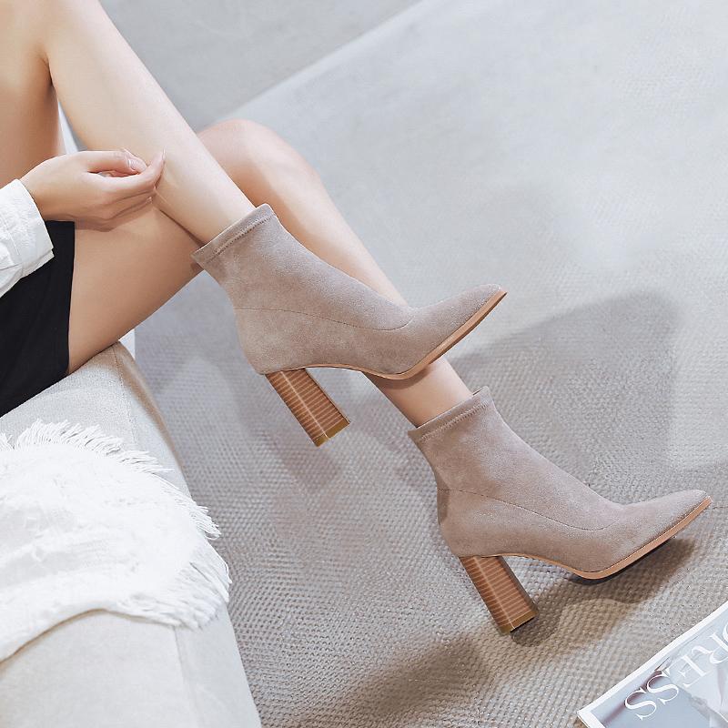 粗跟袜靴女2020秋冬新款百搭尖头绒面瘦瘦马丁靴女短靴网红高跟鞋