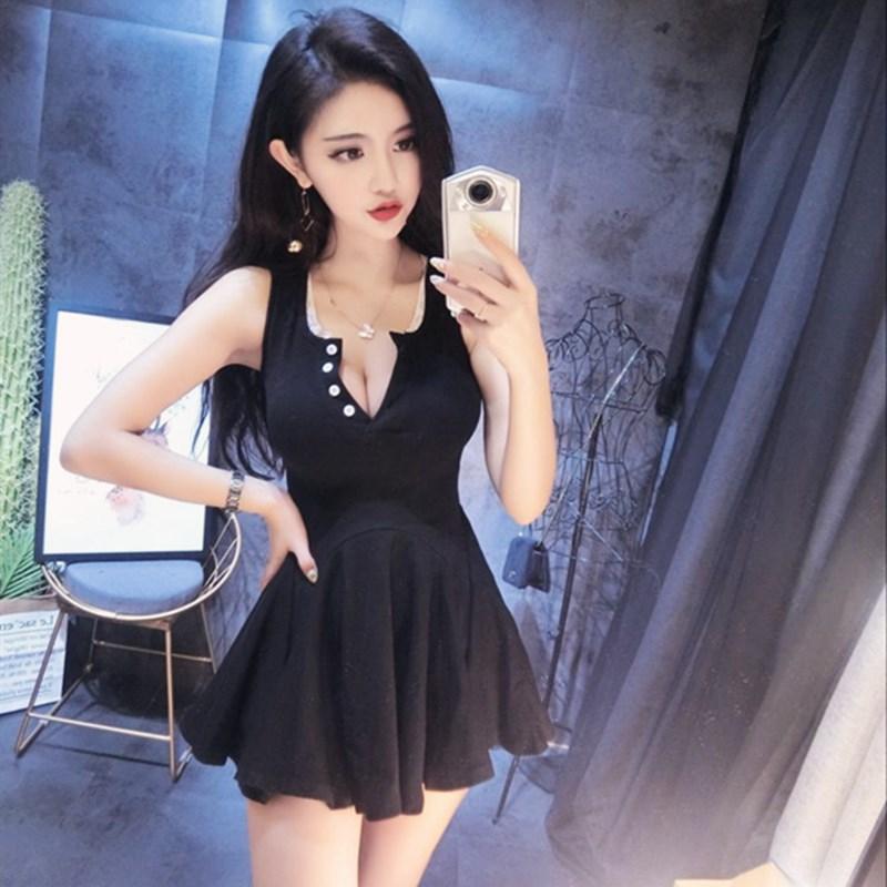 yy网络直播服装女主播上镜无袖显胸V领纽扣修身显瘦打底连衣裙女