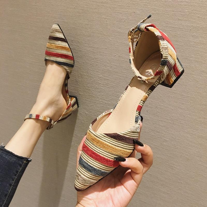 一字带凉鞋女2019夏款中跟尖头中空粗跟单鞋仙女配裙子的鞋子女鞋