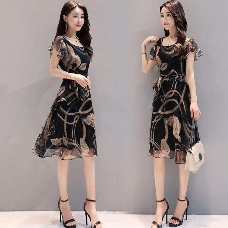 爆款连衣裙女2020年新款夏季收腰显瘦气质碎花高贵阔太太长款裙子