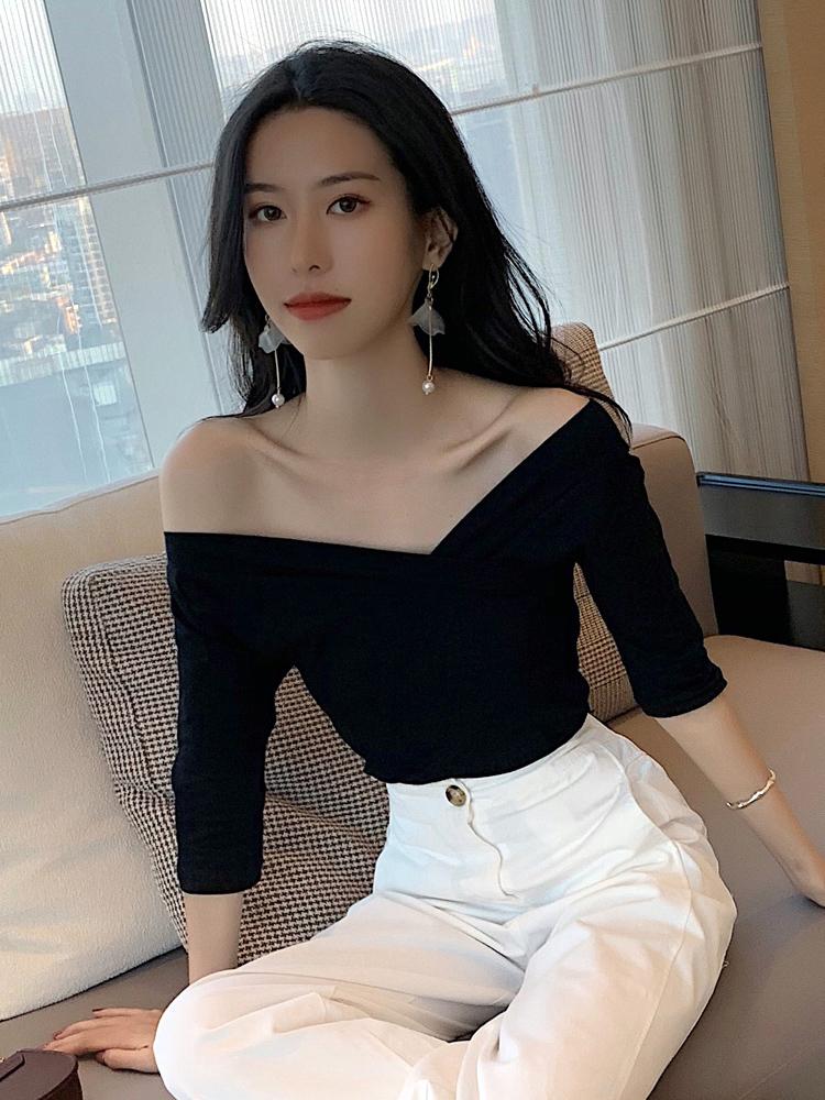 一字肩v领t恤女夏韩版修身显瘦中袖五分袖打底衫纯棉紧身露肩上衣