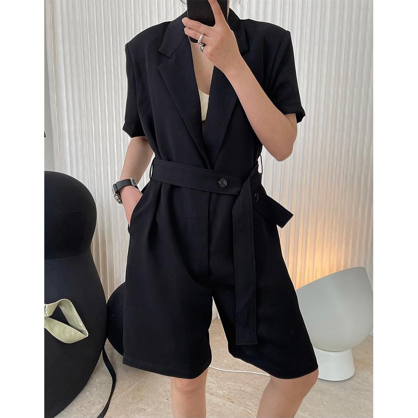 夏季新款欧美时髦简约西装式翻驳领腰带连体裤阔腿挺括宽松短裤女