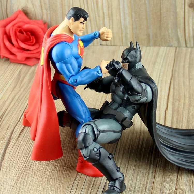 . Justice alliance Batman battle Superman multi joint mobile doll hand made model car accessories