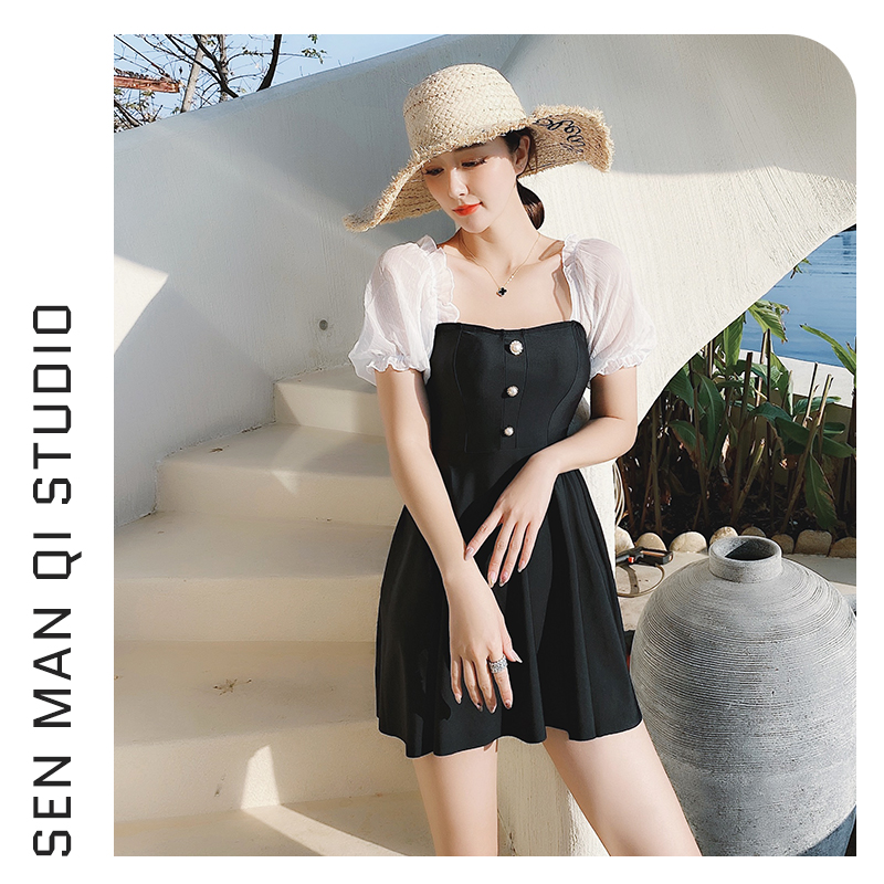 The new swimsuit is simple and loose, covering the meat, showing a thin and conservative temperament. Pleated hot spring clothes can be worn on the beach