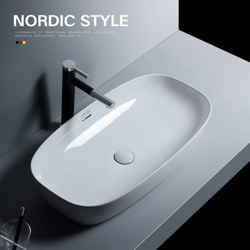 北欧の台の上でたらいの大きい寸法の705 CMの長い陶磁器の手洗器のテーブルの上で洗面器の芸術のたらいを洗います。