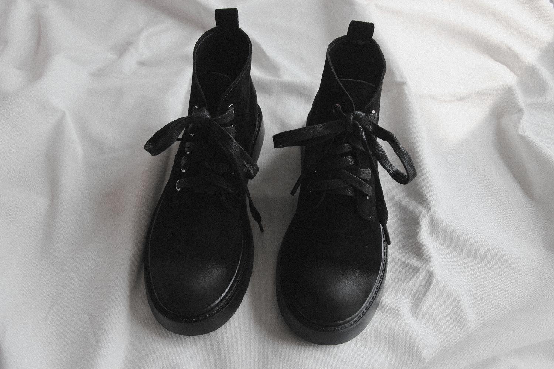 万松岭的嬉皮士系带短靴女鞋平底裸靴
