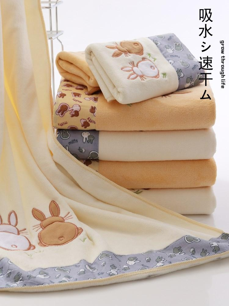 After the bath with the towel bath scarf bath towel wrapped body bath towel towel two super absorbent wipe the body.