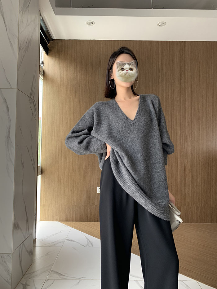 Medium length sweater womens V-neck loose Korean Pullover solid color cardigan autumn and winter new knitted base coat