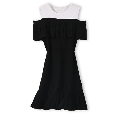 S series Hepburn style small elegant black and white color matching off shoulder round neck knitted dress