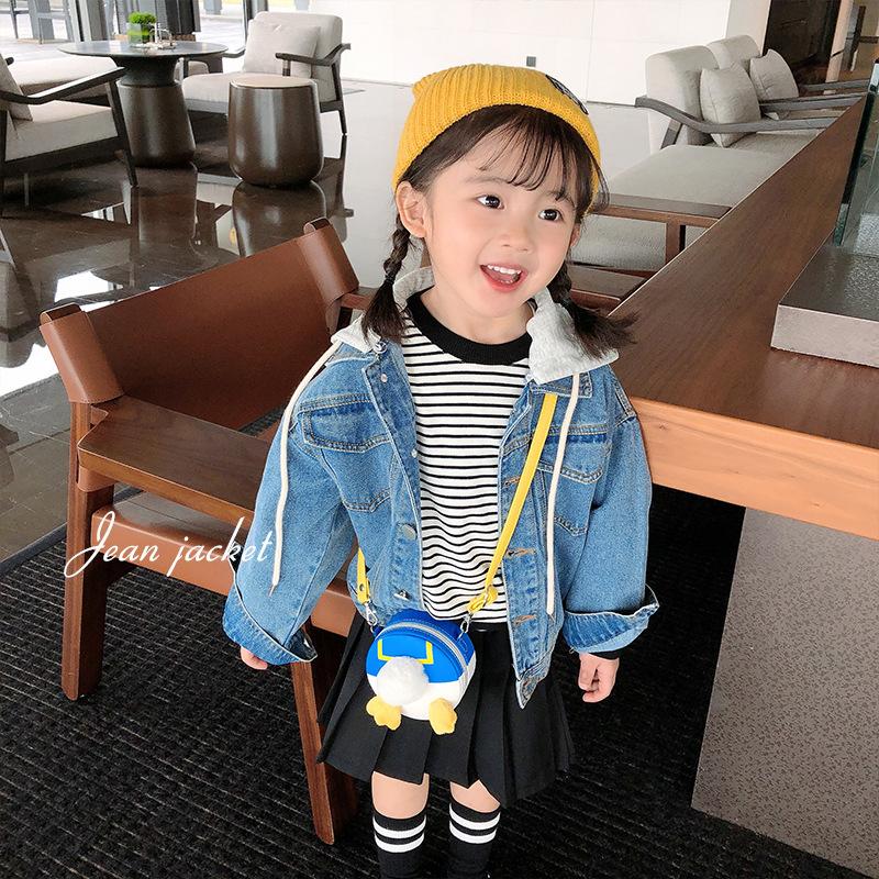 女童牛仔上衣2021新款春秋外套宝宝可拆卸连帽夹克一衣两穿帅气潮
