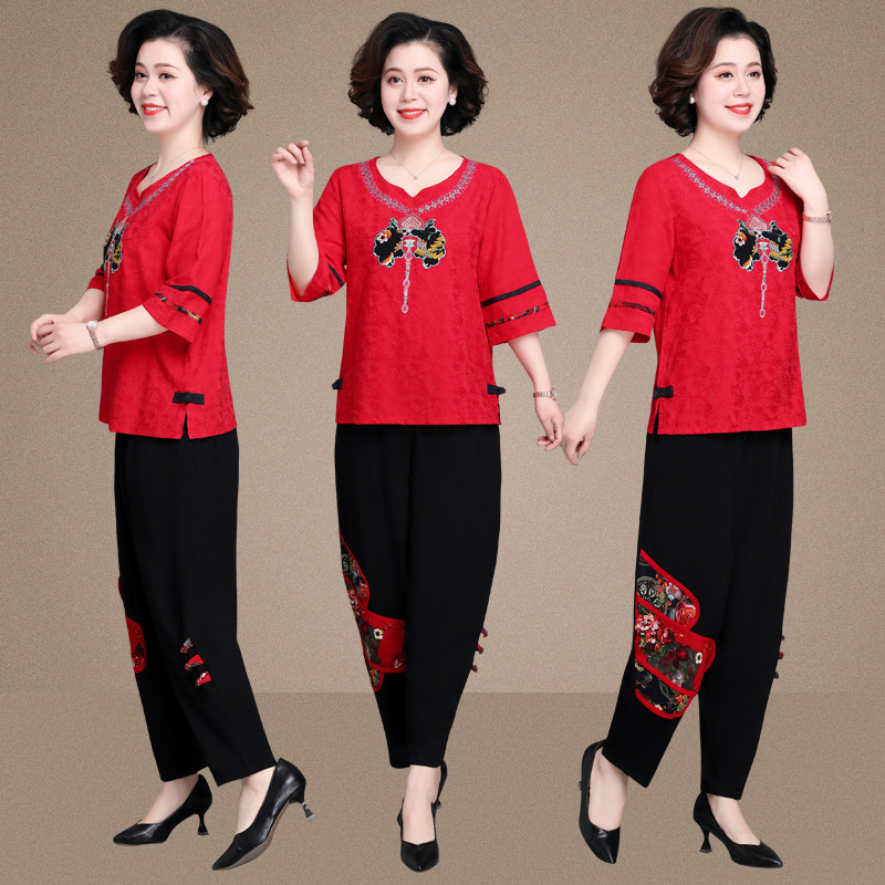 On Mothers day 40, buy a set of cotton linen short sleeved clothes for mothers in their 50s and 60s in summer