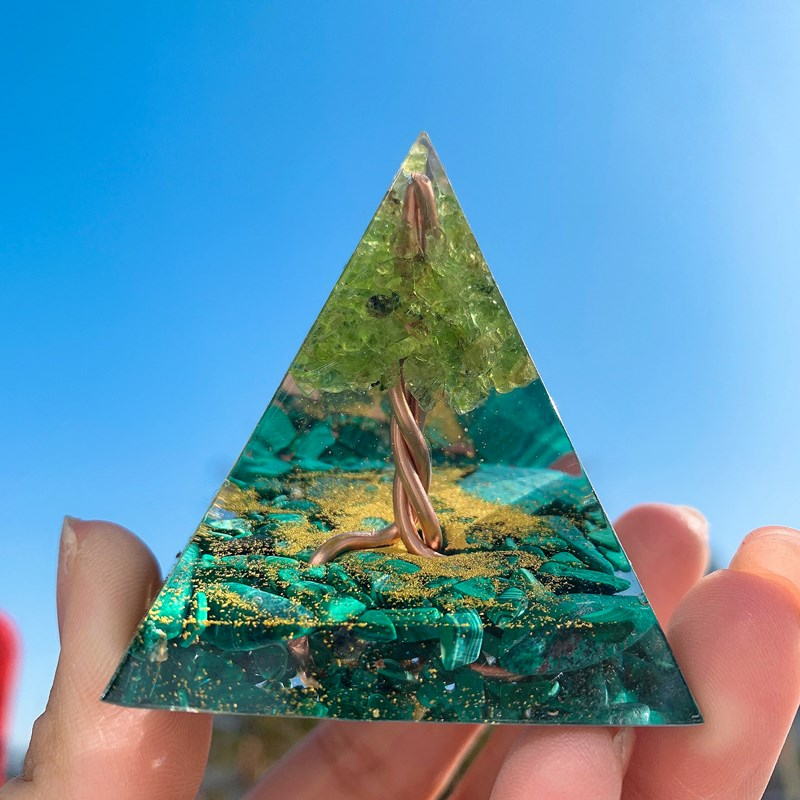 New Nordic spirit tree of life crystal augen energy pyramid ornament made of malachite and olivine