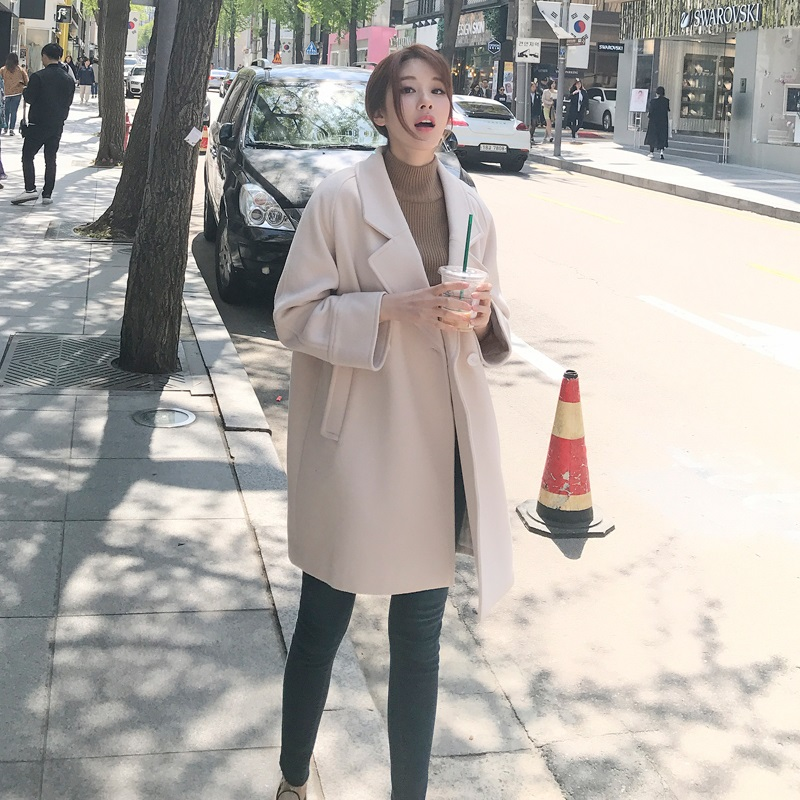 Autumn and winter new Korean mid long 2019 popular coat Hepburn style small thick woolen coat woman