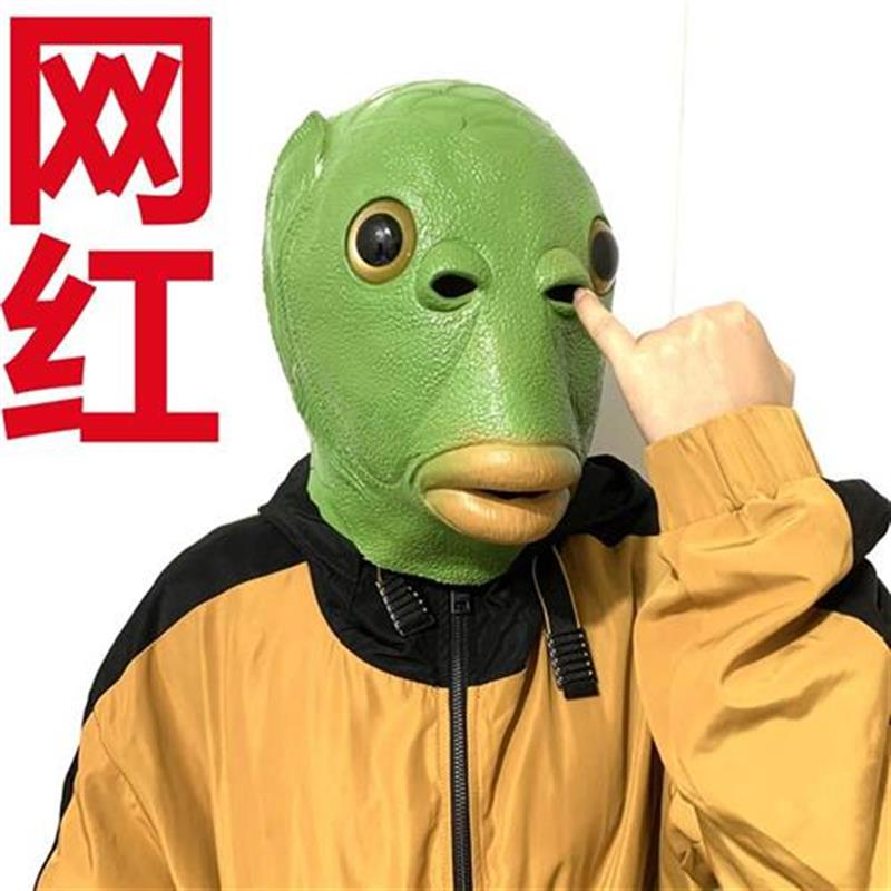 。 Role play dress up bar live PK punishment a funny prop fish head mask head mask scary shooting jump