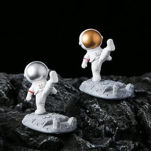 起睿居踢腿手推太空人宇航员手机支架学生宿舍桌面礼物创意摆件
