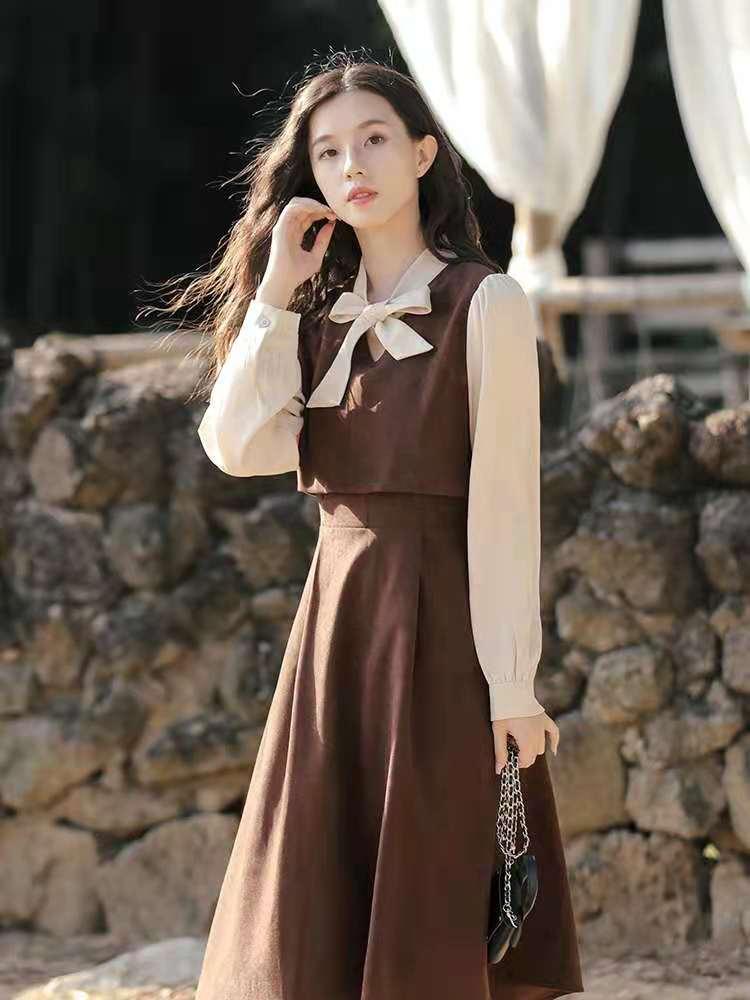 2021新款法式复古小众收腰设计感内搭打底长袖连衣裙女春秋长裙子