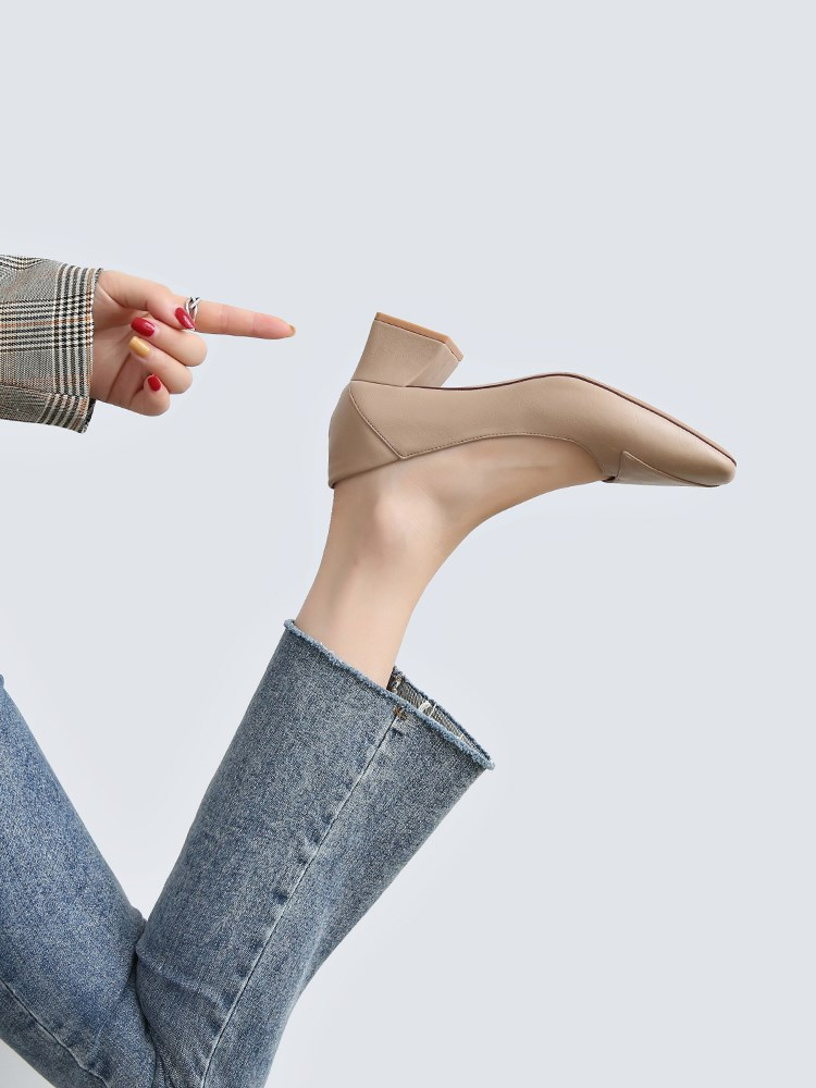。 2021 spring and autumn thick heel shoes womens middle and high heels French nude workplace versatile square head grandma shoes Korean version