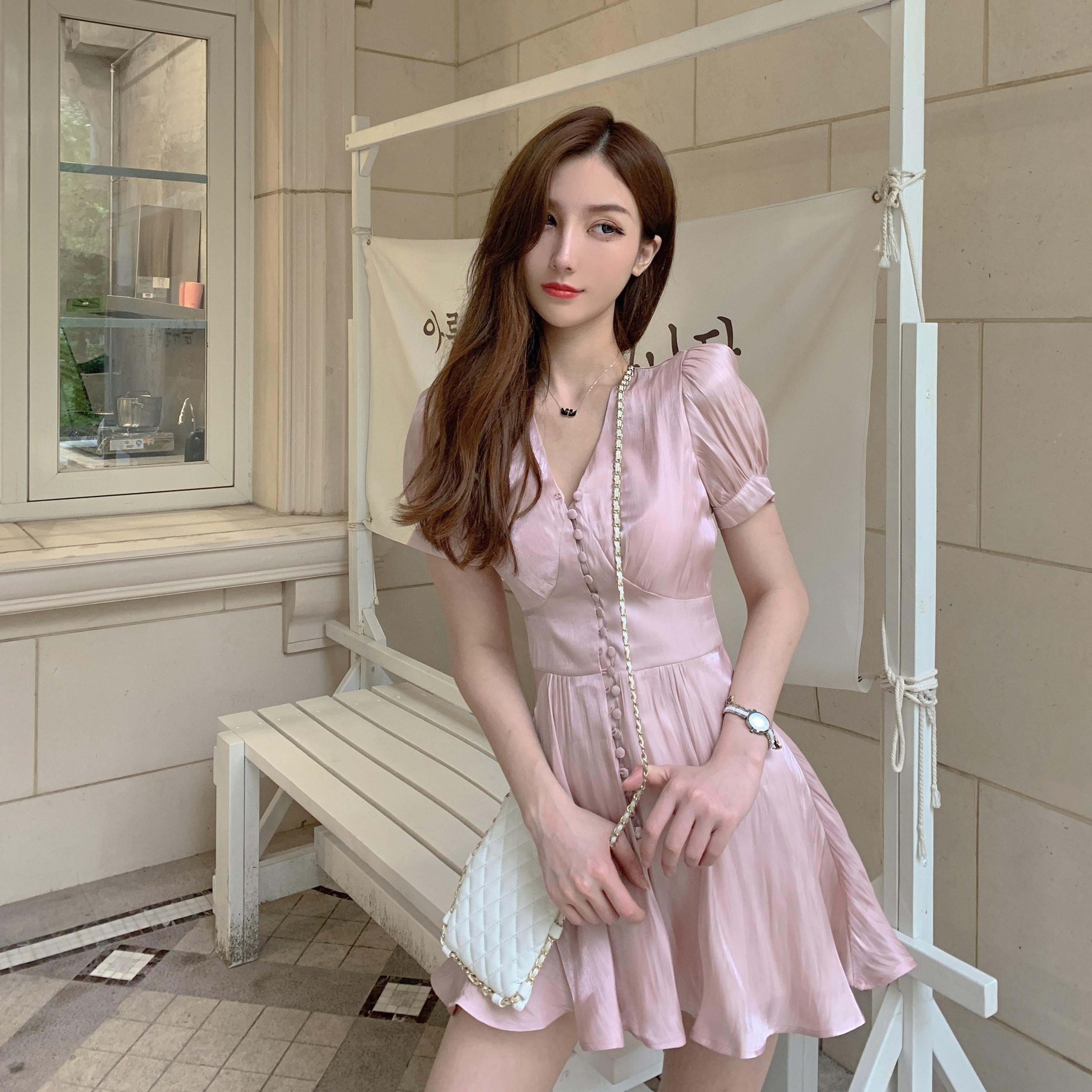 小个子女很仙的复古裙V领短袖女生丝光缎面连衣裙2019新款夏裙子热销3件正品保证