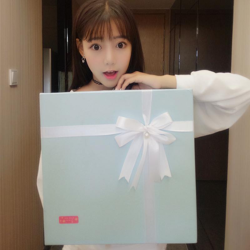 进口零食大礼包送女友女生日吃的超大一箱组合巨型混装整箱成人款