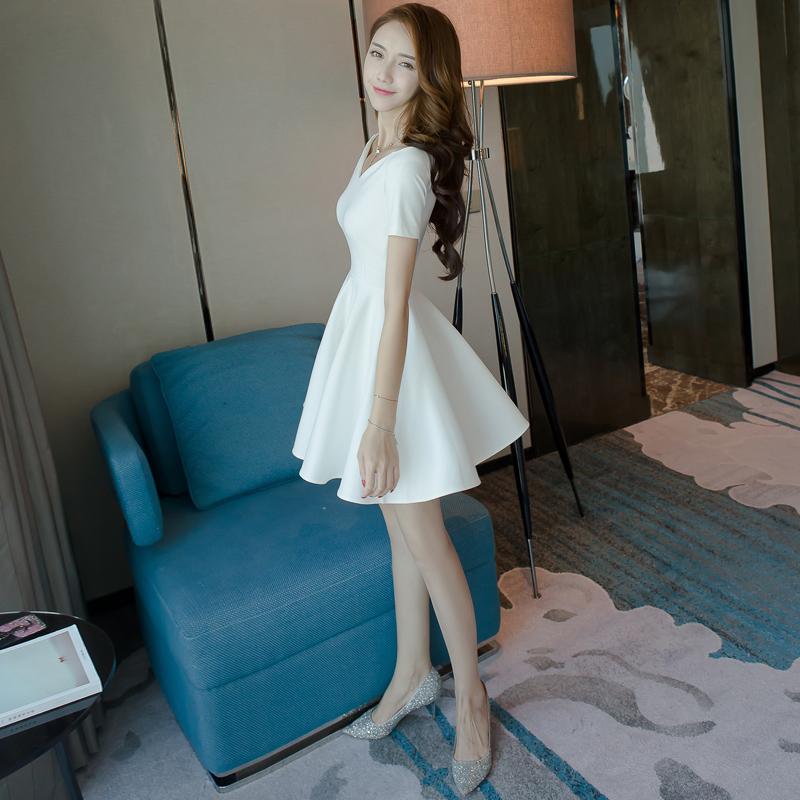 白色连衣裙子女士2019年新款流行v领蓬蓬裙一字肩夏装a字小礼服