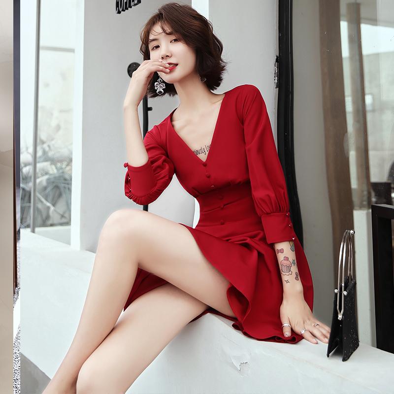 红色礼服平时可穿订婚礼服结婚连衣裙敬酒服2020新款新娘女回门秋