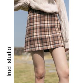 LRUD毛呢半身裙女冬天配毛衣2020冬季新款韩版格子短裙高腰包臀裙