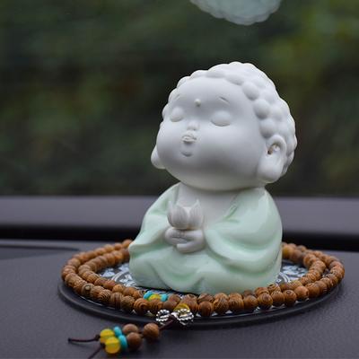 创意陶瓷大日如来佛像车载摆件小件可爱人物工艺汽车香水茶宠饰品