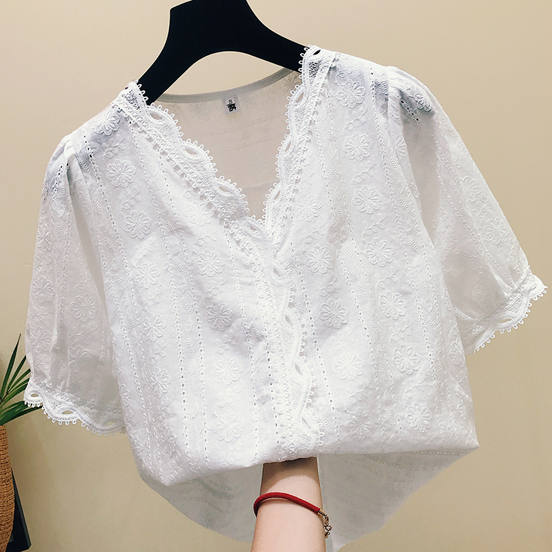 White lace top womens summer dress 2019 new Korean version leaky clavicle V-neck hollow out foreign style embroidery short sleeve blouse