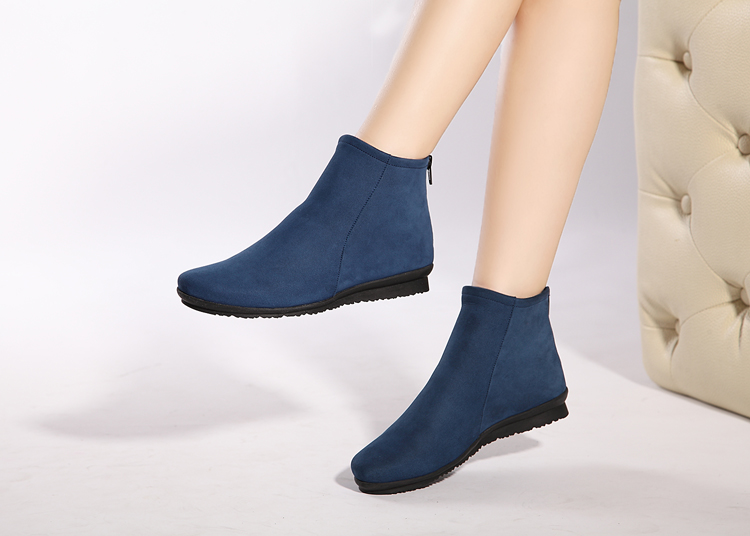 New style cowhide round head flat bottomed womens boots in the fall and winter of 2020