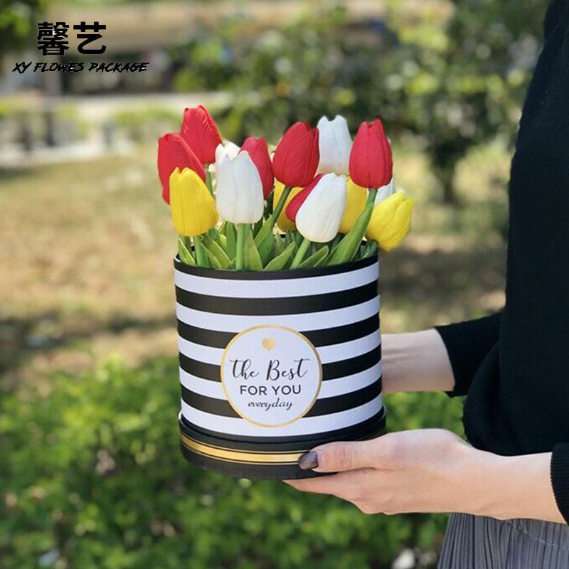 券后28.00元馨艺 香奈儿抱抱桶套二买一送一黑色经典十字结圆形鲜花包装礼盒