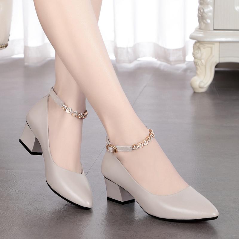 雪地意爾康真皮一字扣單鞋女皮鞋中跟軟底淺口女鞋粗跟尖頭媽媽鞋