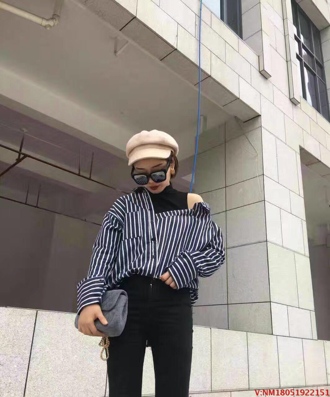 2019初春新款小高领拼接露肩条纹棉布不规则衬衫假两件打底衫女