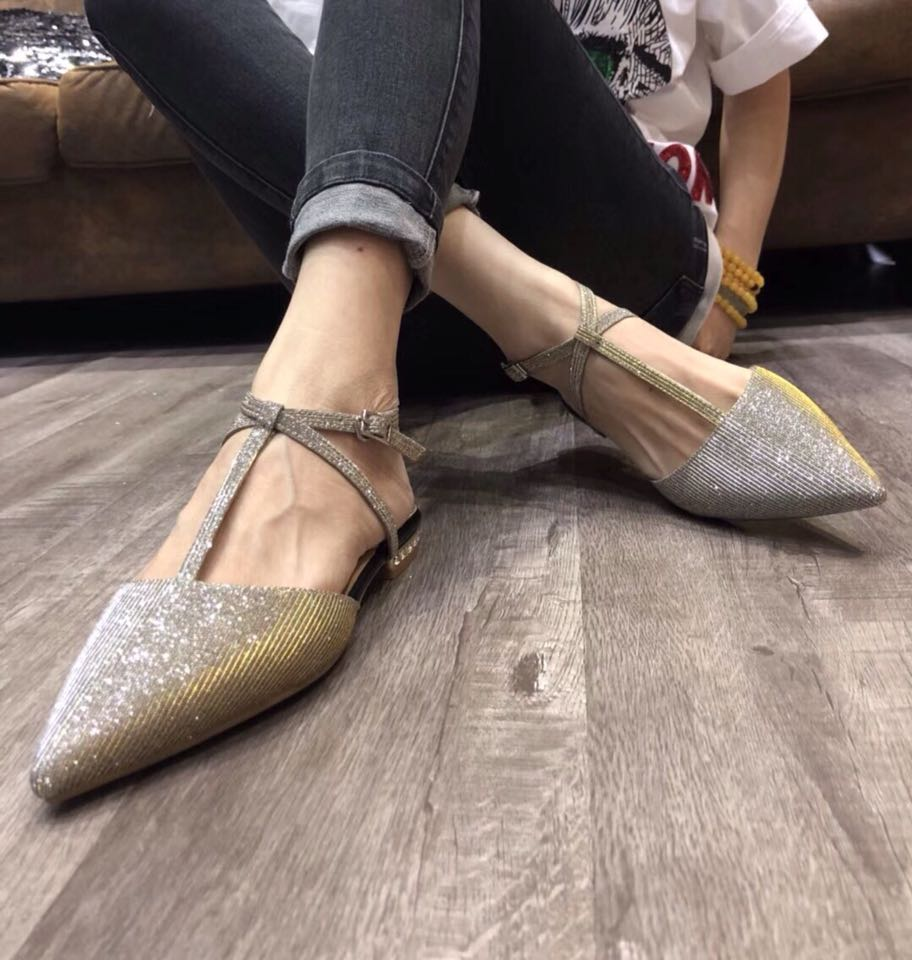 European station 2021 summer new fairy wind inlaid diamond Sequin single shoes crossed with Baotou pointed flat sandals