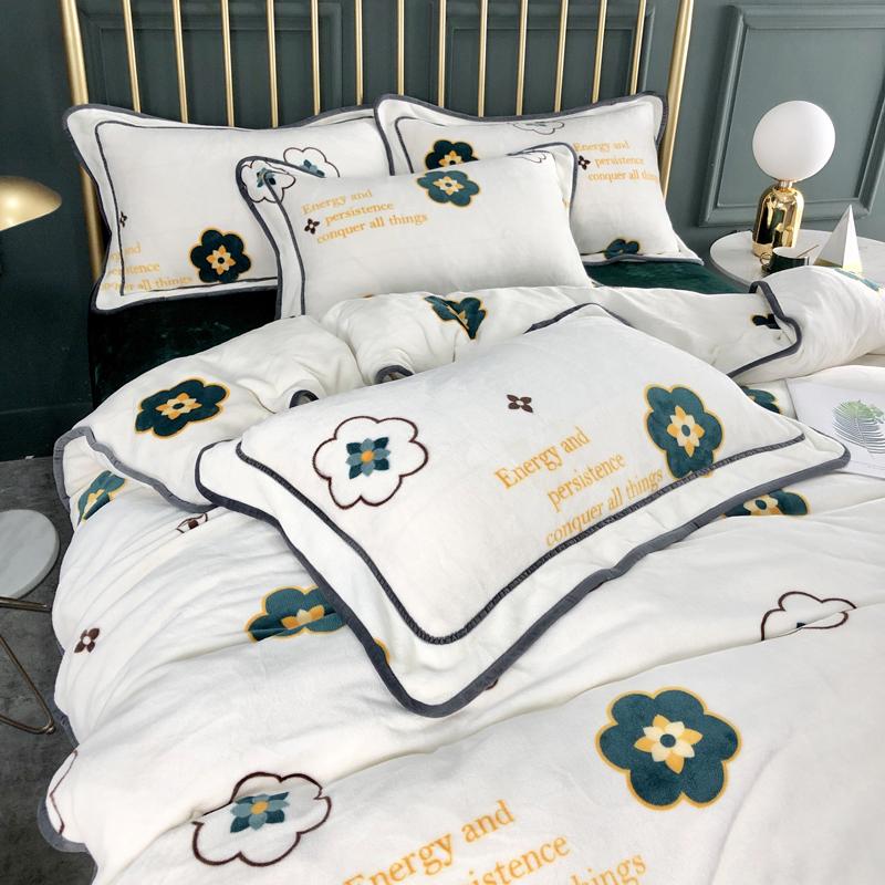 冬季加厚珊瑚绒四件套法兰法莱牛奶绒床单被套床上用品宿舍三件套假一赔十