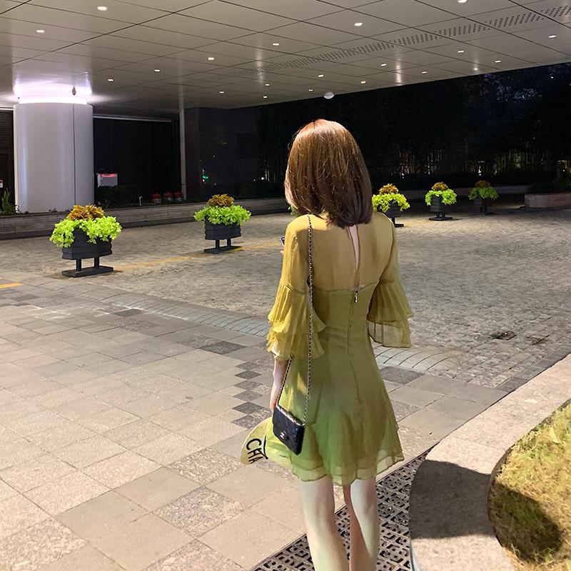 十一少女 荷叶袖连衣裙女夏季高腰收腰裙度假风气质显瘦花苞短裙券后199.00元