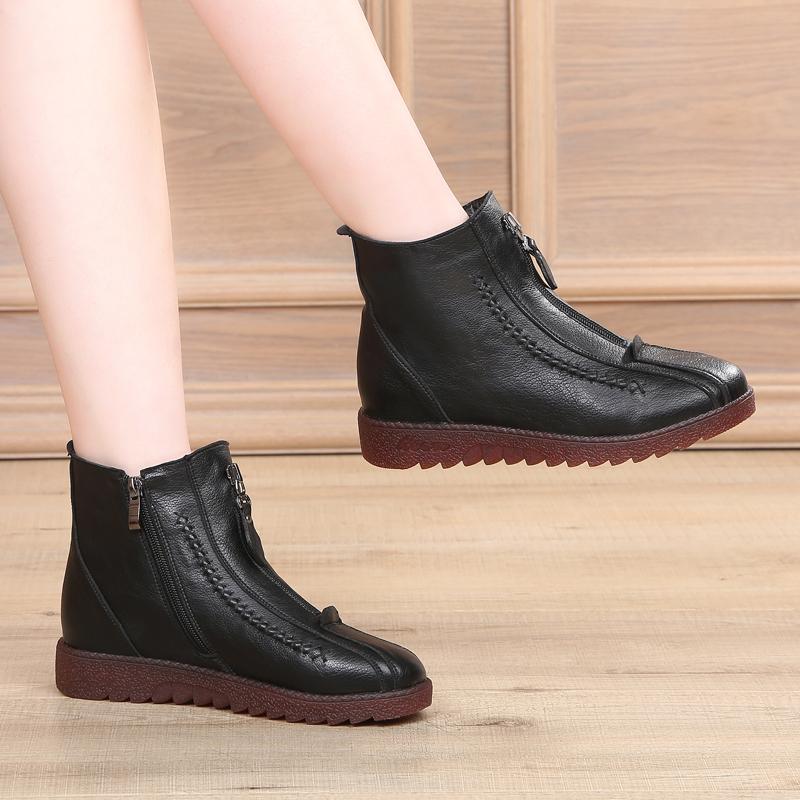 欧米の真皮のお母さんの短い靴の女性の秋冬の女性の靴の中で高齢の平底の皮靴滑り止めの牛の筋の柔らかい底の靴