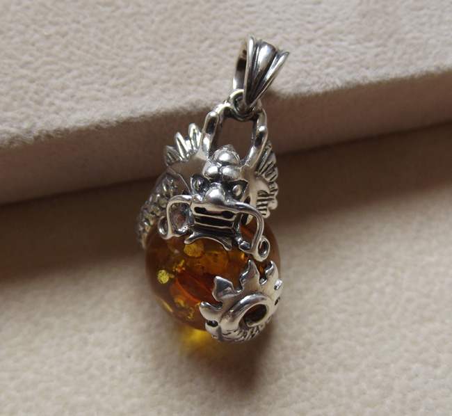 Dragon playing pearl Polish natural amber 925 silver inlaid with Pearl Pendant