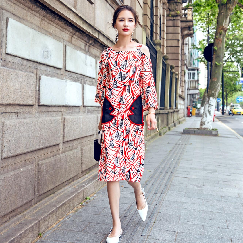 欧美街头2018夏装雪纺连衣裙斜肩五分袖宽松腰贴布印花H型中长裙