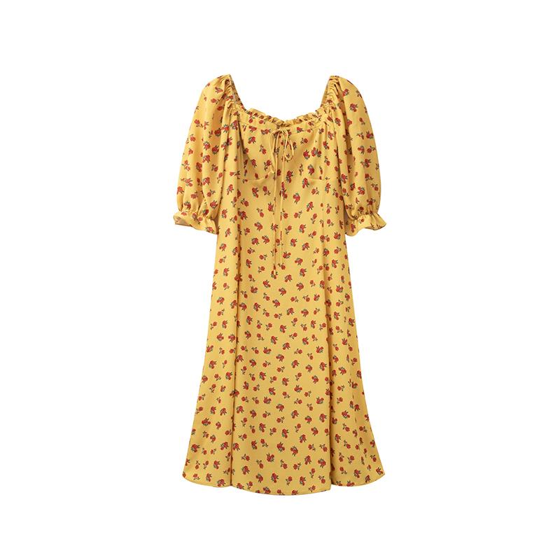 春游穿长裙搭什么包好看:春游穿这些衣服啊