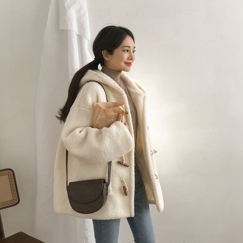 Lambskin coat women autumn winter 2019 new Korean ox horn button short loose hooded Plush jacket cotton jacket