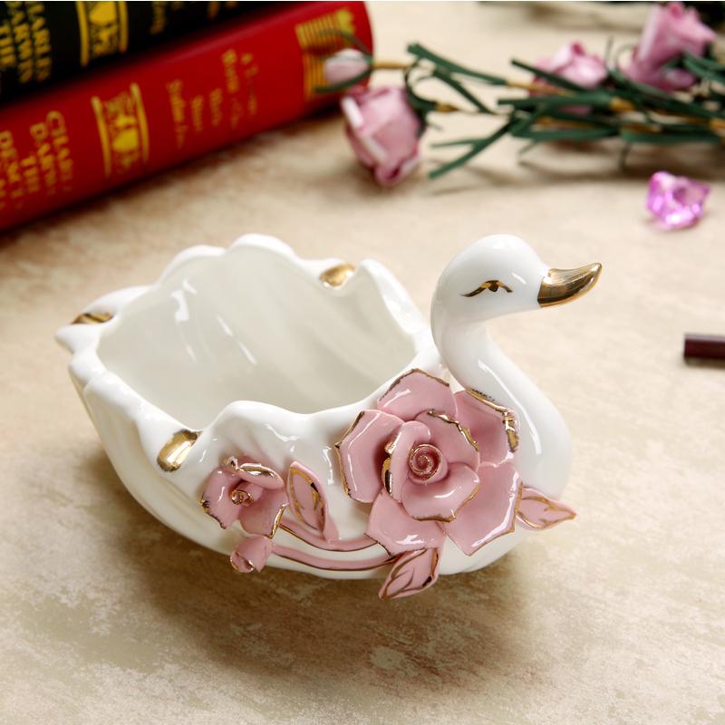 欧式陶瓷天鹅摆件烟灰缸家用时尚家居客厅创意个性潮流装饰品摆设