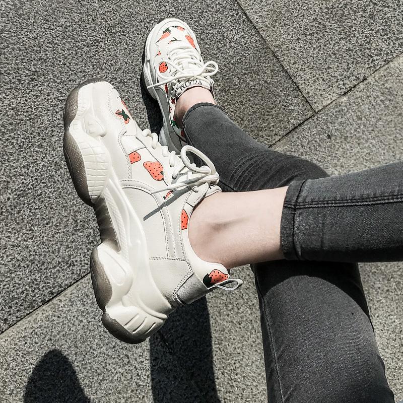 草莓老爹鞋女ins潮2021秋季新款智熏鞋超火厚底增高休闲运动鞋女