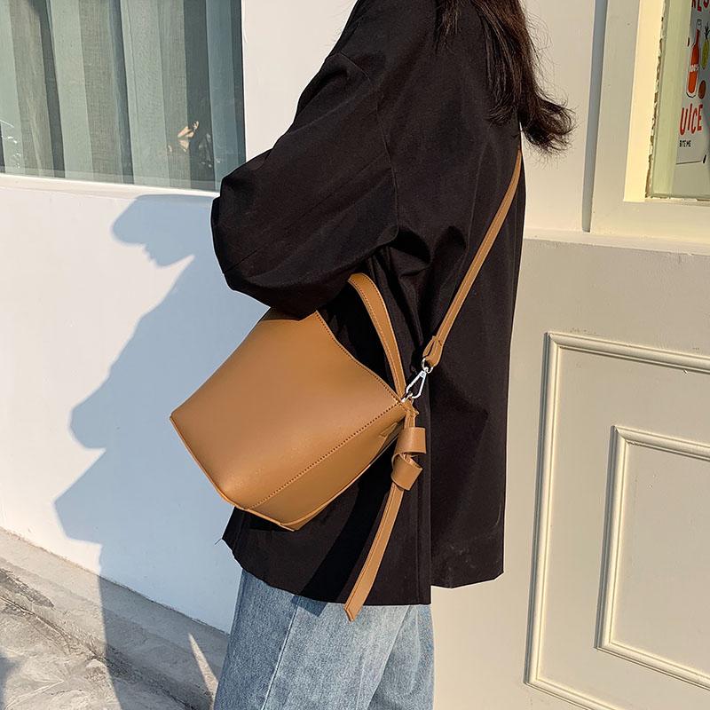 新款2019简约大容量学生韩版水桶包(非品牌)