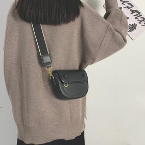 洋气女2021新款质感复古手机包包